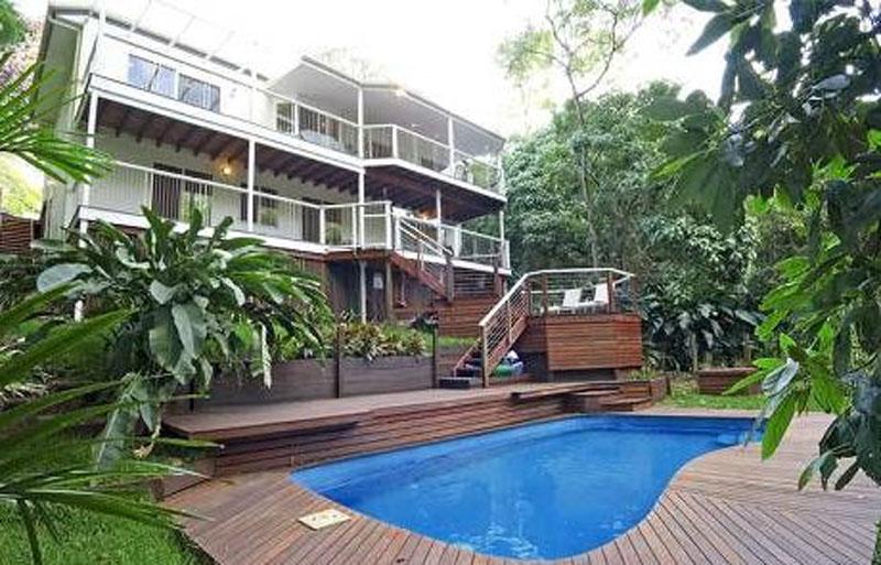 Sloping land sites designs architectuaral designer for Pool design sunshine coast